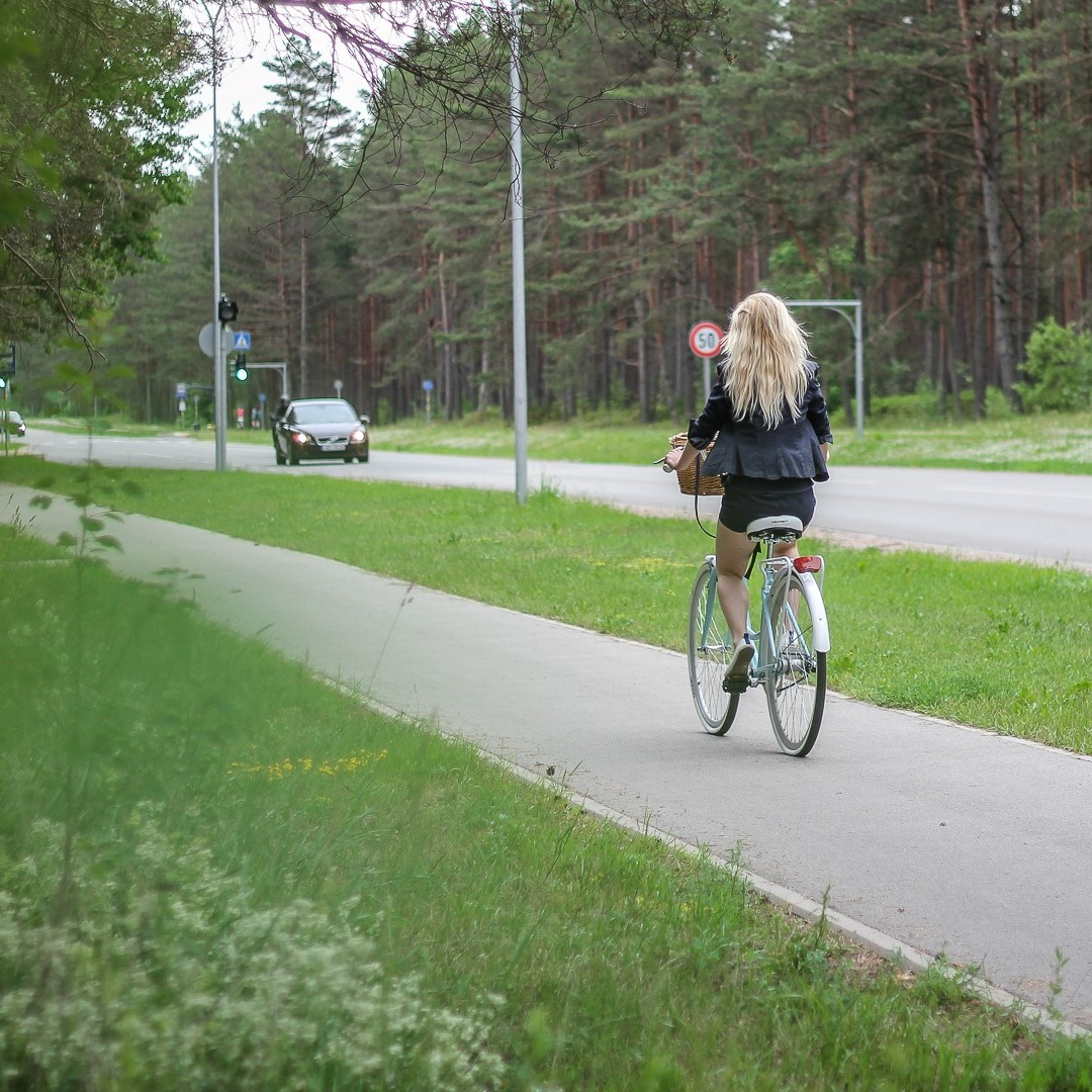 Ar velosipēdu