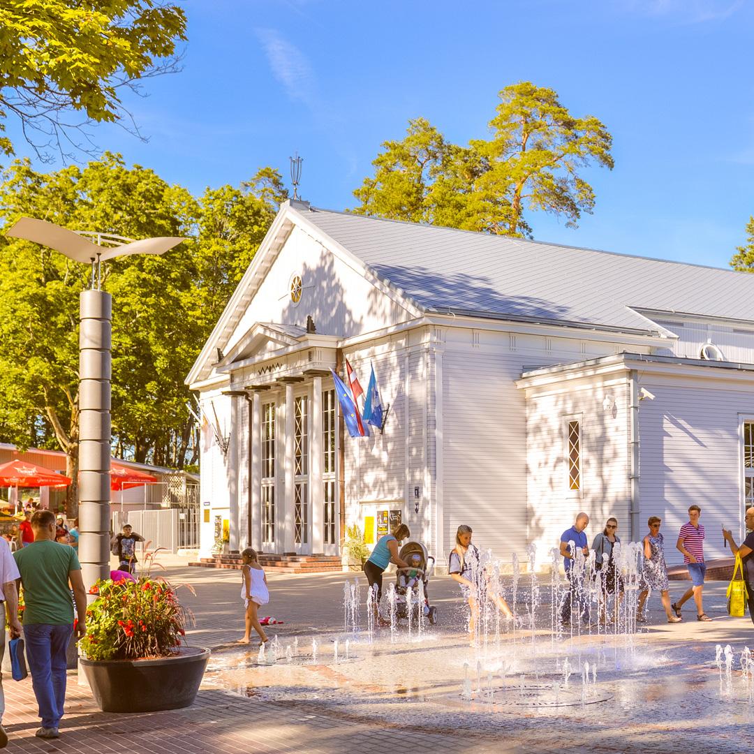 Концертный зал у моря и современное искусство на вокзале
