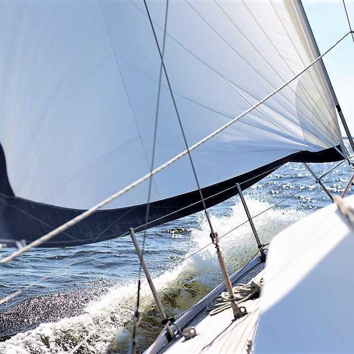 Прогулки на яхтах и катерах