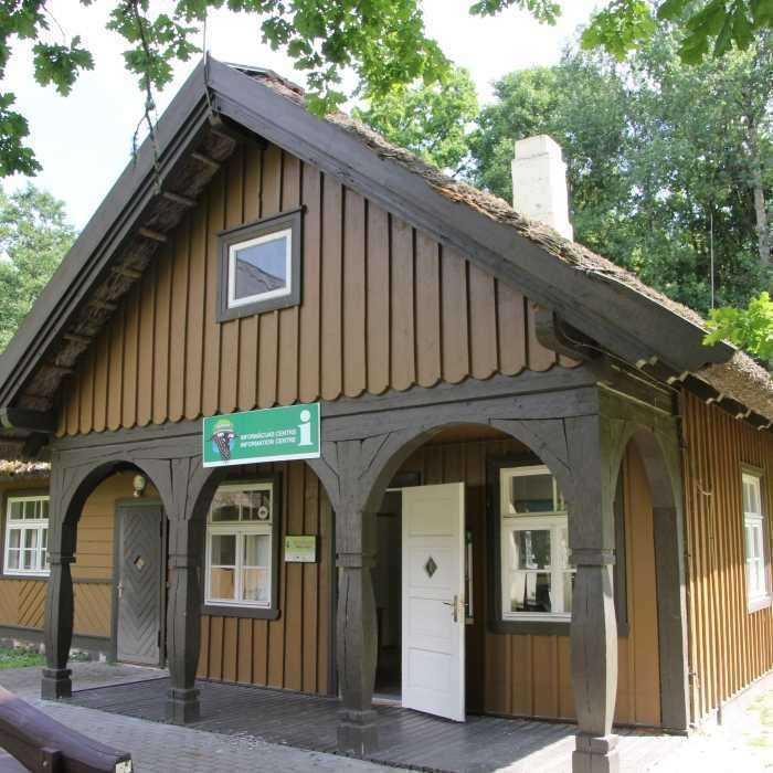 """Kemerų nacionalinio parko informacijos centras """"Meža māja"""""""
