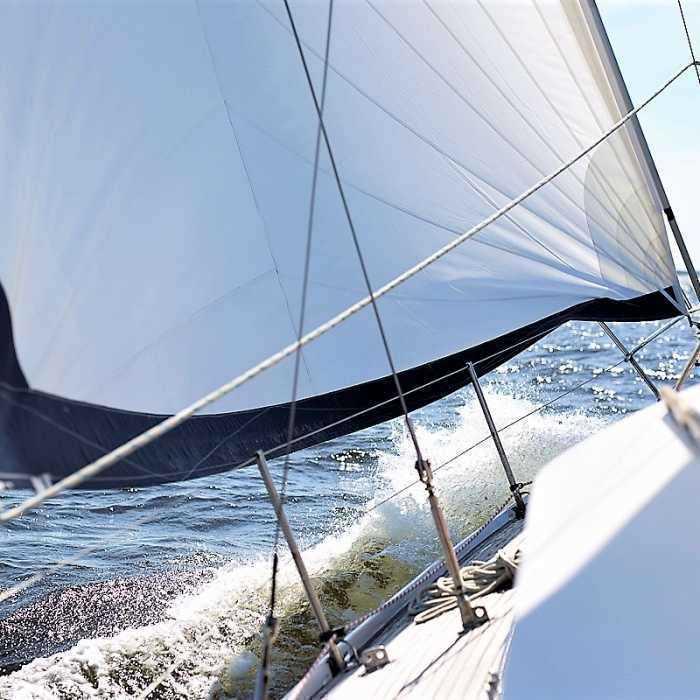 Plaukiojimas jachta ar motorine valtimi