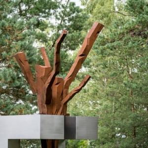 """Rainio pušys ir skulptūra """"Rainio pušys"""""""