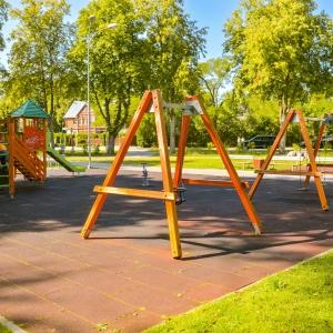 Melluzi park och estrad